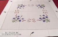 NAPPE CENTRE DE TABLE BRODE MAIN 85 cm x 85  les BLEUETS
