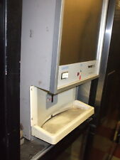 SCOTSMAN TOUCH FREE ICE MAKER/FLAKER,115 V, C/TOP, WATER DISP,900 ITEMS ON E BA
