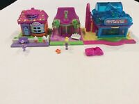 2006 Polly Pocket Pollyville Cottages Playset