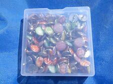 Box of decorative drawing pins