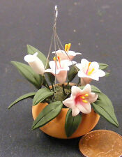 1:12 Scale Lillies Fixed In A Hanging Basket Dolls House Garden Flower Accessory