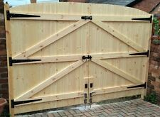 "WOODEN DRIVEWAY GATES HEAVY DUTY GATES 5FT 6"" HIGH X 7FT 6"" WIDE"