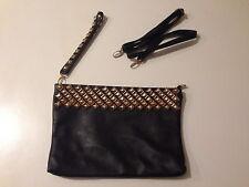 Borsa/Pochette colore nero con borchiette dorate