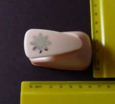 Crafts Too * Daisy * Flower *  Small Size * LEVER PUNCH