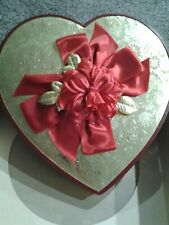 Beautiful Red Gold Decorated Flower Bows Heart Valentine Candy Box w/box 1960-80