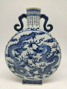 Chine vase bleu blanc en porcelaine décoré dragons et phénix Fin de 19è siècle