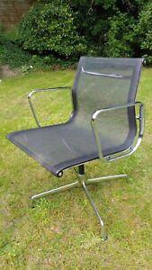 Vitra Eames EA 108 Stuhl, Netz schwarz, drehbar