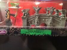 SPOOKY TOWN Lemax HALLOWEEN VILLAGE Terror Bridge 2 Pieces Gargoyles NIB Retired