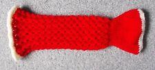 Hand knitted rouge unisexe cocoonababy Sirène avec échelle de détails pour bébé