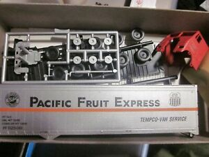 PACIFIC FRUIT EXPRESS  SOUTHERN PACIFIC  40' BOX TRAILER & TRACTOR HO 1/87 KIT