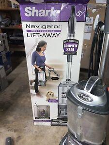 Shark UV550 Navigator Lift-Away Professional Vacuum