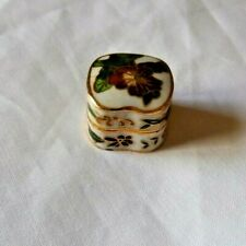 VINTAGE STYLE SMALL CHINESE CLOISONNE PILL BOX ~ 23 mm ~ WHITE FLORAL