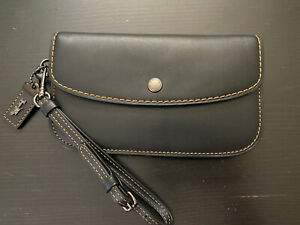 EUC COACH 1941 Collection Glovetanned Leather Wristlet Clutch - Black