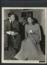 BARBARA STANWYCK + KIRK DOUGLAS ON SET BETWEEN TAKES - NOIR - 1946 STRANGE LOVE