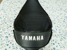 YAMAHA(n11) YAMAHA HT1 90 B/BM  1970 AND 1971 SEAT COVER WHITE DYED LOGO (Y60)