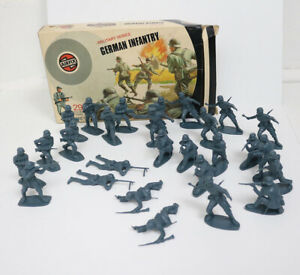 Airfix Military Series 32nd Scale German Infantry Figures With Box, 27 Count