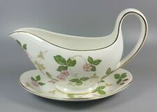 WEDGWOOD WILD STRAWBERRY GRAVY / SAUCE BOAT AND STAND (PERFECT)