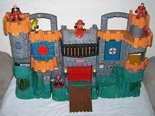 2005 Fisher Price Imaginext Fold Up GREAT ADVENTURES CASTLE w/ 5 Figures