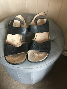 Clarks Cushion Walk Black Leather Low Wedge Sandals Size 7