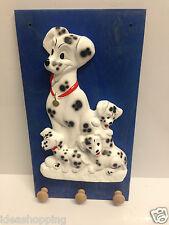 appendino in legno con cani carica 101 in ceramica fatto a mano da parete