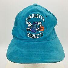 Vintage De Couro Camurça Charlotte Hornets Snapback Chapéu Anos 80 Anos 90  Universal Nba fb50896bb99
