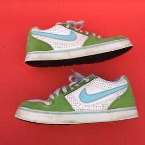 NIKE young boy's fashion green white walking casual shoes size--5Y