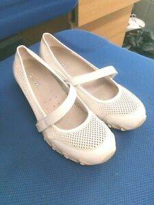 Skechers stone/neutral textile & leather Mary Jane shoes size 6