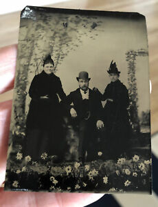 Antique Victorian Tintype Photo Artistic Daisies Flowers Background Unusual