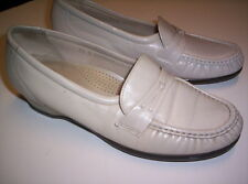 Shoes SAS womens 7 1/2 narrow slip on