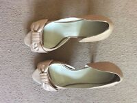 SEXY NINE WEST PEEP TOE BOW DETAIL PARTY NUDE LEATHER SHOES HEELS SIZE 6 1/2