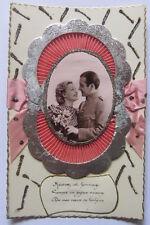 Cartolina d'epoca / applicazione in stoffa -anni '30 - innamorati /militare
