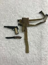 Predators Royce Pistol, Holster Belt, Combat Knife Set 1/6th MMS 131 - Hot Toys