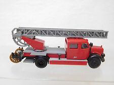 eso-4243Brekina 1:87 Mercedes Feuerwehr Metz mit minimale Gebrauchsspuren