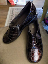 Women's Clarks Bendable Slip On Loafers Brown Patent Croc Drivers Shoes 9N - NEW