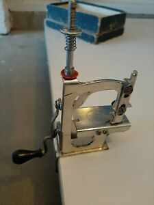 rare antique sewing machine  'la queen'