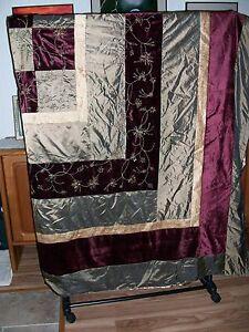 Duvet, Multi Color for Queen Size Bed. 2 pillow Shams.  Polyester-Blend.