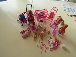 lot de bébé barbie  ou clone poussette lit accessoires
