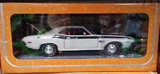 1970 Dodge Challenger T/A 340 Coupe Die-cast Car 1:24 M2 Machines 8 inch Cream
