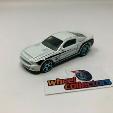 '10 Ford Shelby GT500 1:64 Scale Diecast Model Diorama Hot Wheels * F523