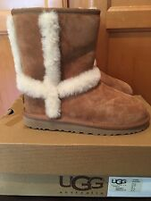 NIB  UGG Australia Girls Hadley Boots Chestnut Brown Size 2