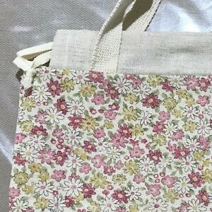 BNWOT Heyday Fabric Floral and Beige Tablet / Ipad Bag