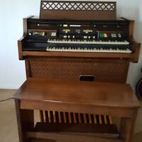 Beautiful vintage Hammond  organ with bench (very good condition)  R124