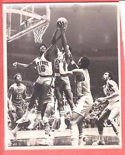 1974  HAWKS@ KNICKS  GLOSSY    8 X 10   ORIGINAL ACTION PHOTO  WINGO, BELL, DREW