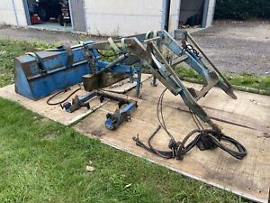 FORD 4600 TRACTOR LOADER