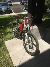 2008 Santa Cruz Driver 8 DH bike (Spank bars, Boxxer fork)