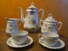 ancienne cafetière et pot à lait, sucrier, 2 tasses  en porcelaine décor fleur