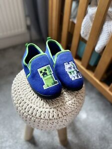 Boys Minecraft Slippers Size 2 Perfect Cond