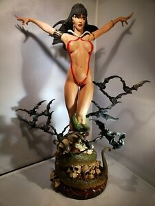 Vampirella Premium Statue Comiquette Sideshow Collectibles 1/4 scale bats repair