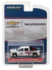 GREENLIGHT 1/64 2015 CHEVROLET SILVERADO PICK UP TRACK W/ SAFETY EQUIPMENT 29874