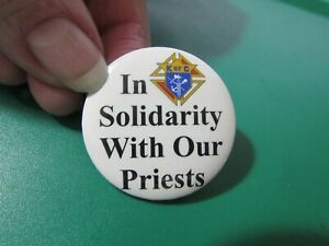 """Vintage KNIGHTS OF COLUMBUS pin pinback 1 1/2"""" IN SOLIDARITY WITH OUR PRIESTS"""